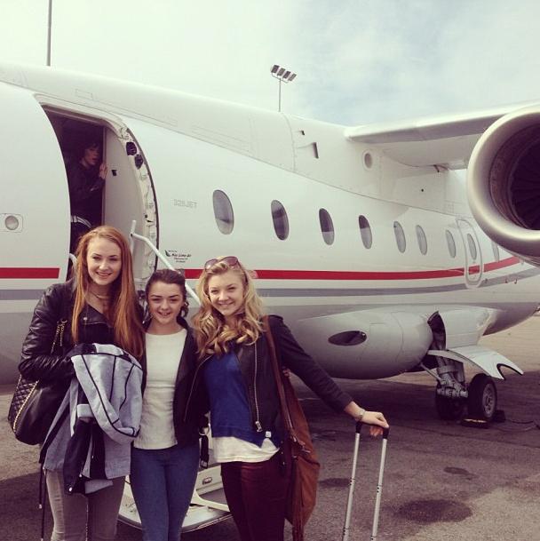 Arya, Sansa e Margaery in aereo