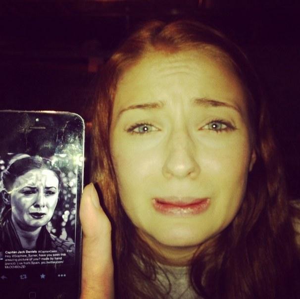 Sansa piange