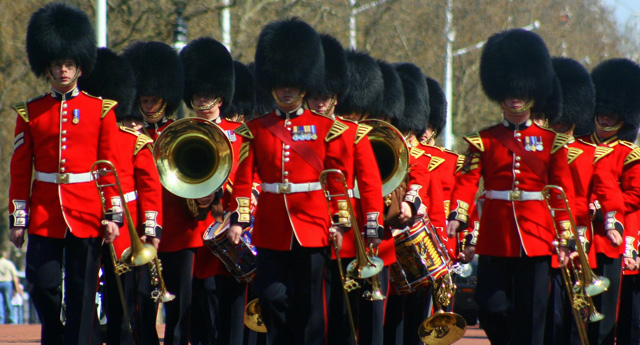 london_palace_guards