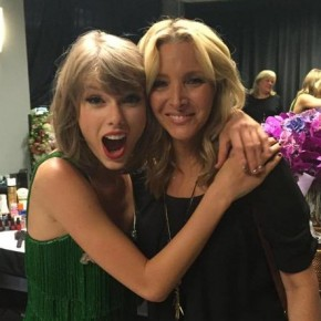 Taylor Swift lisa kudrow