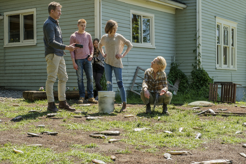 "AFTERMATH -- ""RVL 6768"" Episode 101 -- Pictured: (l-r) James Tupper as Joshua Copeland, Levi Meaden as Matt Copeland, Taylor Hickson as Brianna Copeland, Julia Sarah Stone as Dana Copeland, Anne Heche as Karen Copeland -- (Photo by: Eike Schroter/Aftermath ULC/Syfy)"