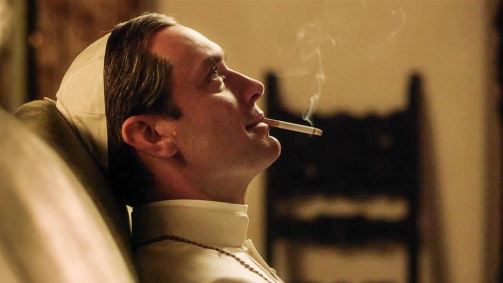 the_young_pope_smoking