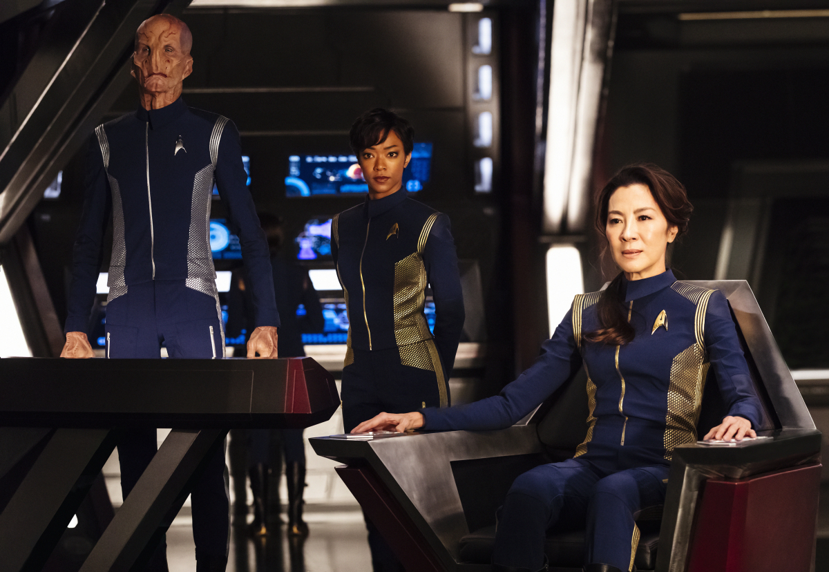 Pictured (l-r): Doug Jones as Lieutenant Saru; Sonequa Martin-Green as First Officer Michael Burnham; Michelle Yeoh as Captain Philippa Georgiou. STAR TREK: DISCOVERY coming to CBS All Access. Photo Cr: Jan Thijs. © 2017 CBS Interactive. All Rights Reserved.