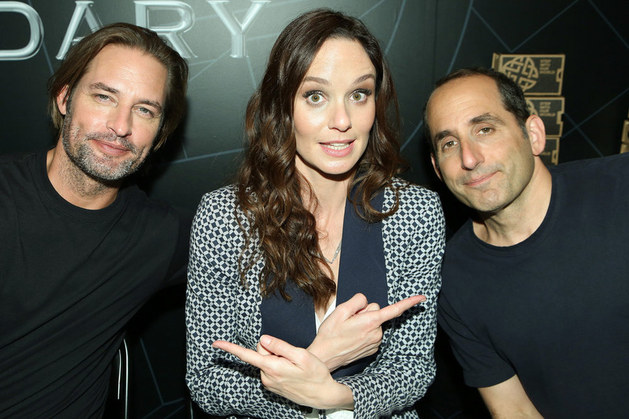 "COMIC-CON INTERNATIONAL: SAN DIEGO -- ""Colony Panel & Cast Signing"" -- Pictured: -- (L-R) Josh Holloway, Sarah Wayne Callies and Peter Jacobson -- (Photo by: Evans Vestal Ward/USA Network)"