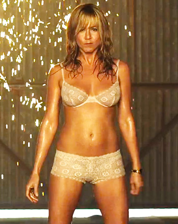 jennifer-aniston-we're-the-millers-pole-dance