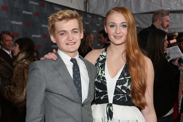 Joffrey e Sansa amici