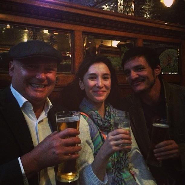 Varys al pub con Shae e Oberyn
