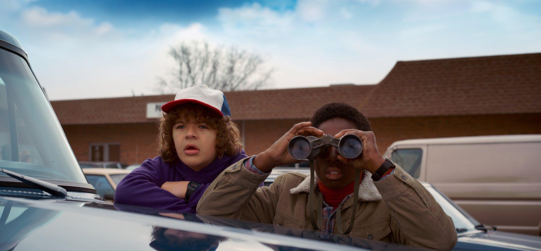 Stranger-Things-binocular