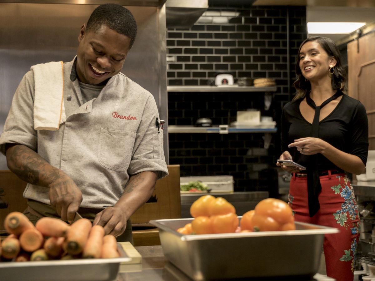 Jason Mitchell as Brandon and Kristina Emerson as Sarah in THE CHI (Season 1, Episode 03 ). - Photo: Matt Dinerstein/SHOWTIME - Photo ID: THECHI_103_2034.R.jpg