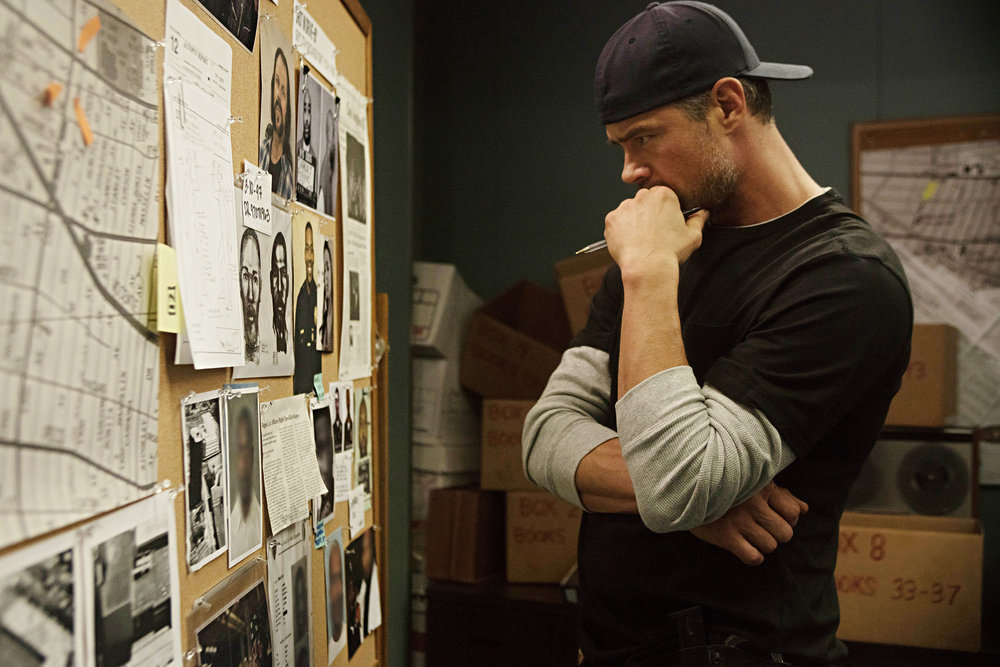 "UNSOLVED: THE MURDERS OF TUPAC AND THE NOTORIOUS B.I.G. -- ""Pilot"" Episode 101 -- Pictured: Josh Duhamel as Detective Greg Kading -- (Photo by:Richie Knapp/USA Network)"
